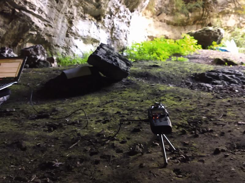 Cova Cambra - Ports de Tortosa-Beseit. La Zoom H5 s'usa com a micròfon